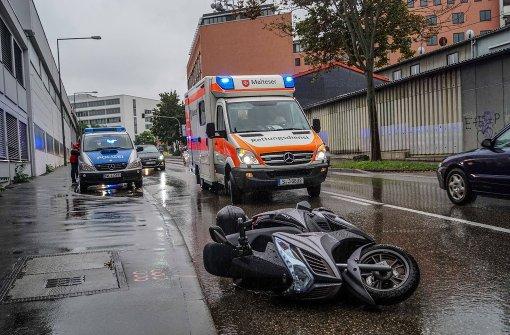 Rollerfahrer verletzt sich schwer