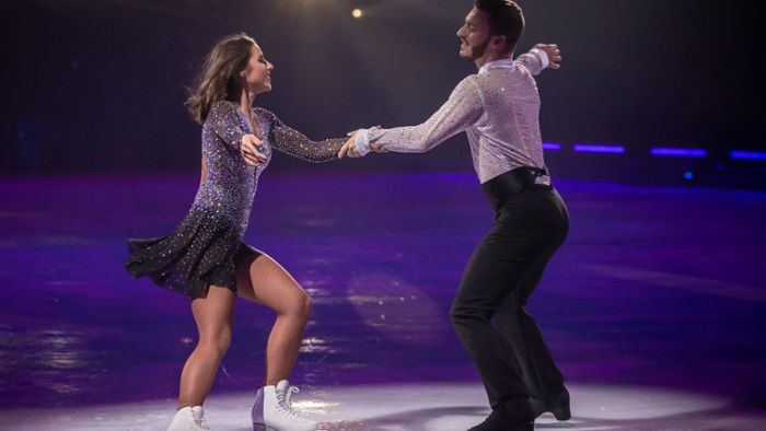"""Holiday on Ice"" in Stuttgart: Großer Jubel  für  TV-Star Sarah Lombardi"