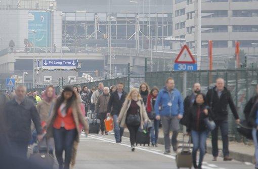 Nach den Explosionen wird der Brüsseler Flughafen evakuiert. Foto: dpa