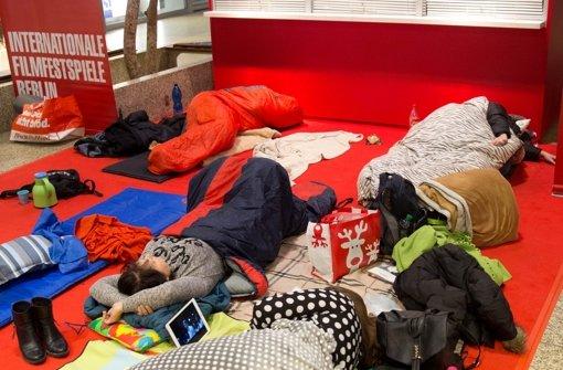 Filmfans warten mit Schlafsack und Ingwertee