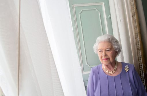 Here is the Queen's photo taken by Harry Benson for the Scottish National Portrait Gallery.  In our photo gallery you can see pictures of an eventful life.  Photo: Harry Benson / Taschen Verlag