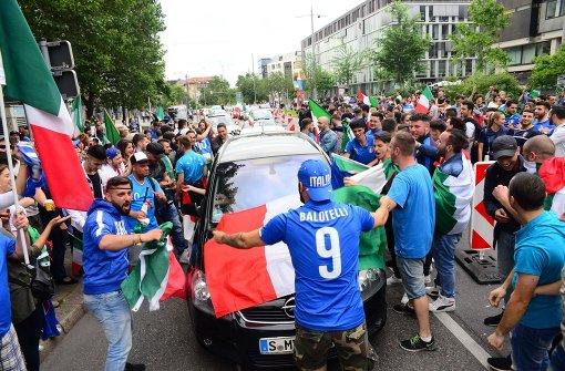 Italienische Fans feiern Sieg gegen Spanien frenetisch