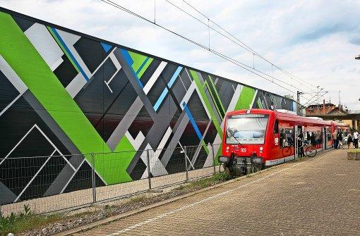 XXL-Kunst erfreut Bahnreisende