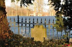 Neben dem einstigen Stuttgarter Ballett-Direktor John Cranko haben hier auch Richard von Weizsäckers Eltern und sein Bruder die letzte Ruhe gefunden. Auch der Künstler Fritz von Graevenitz ist hier begraben. Foto: Leserfotograf acht