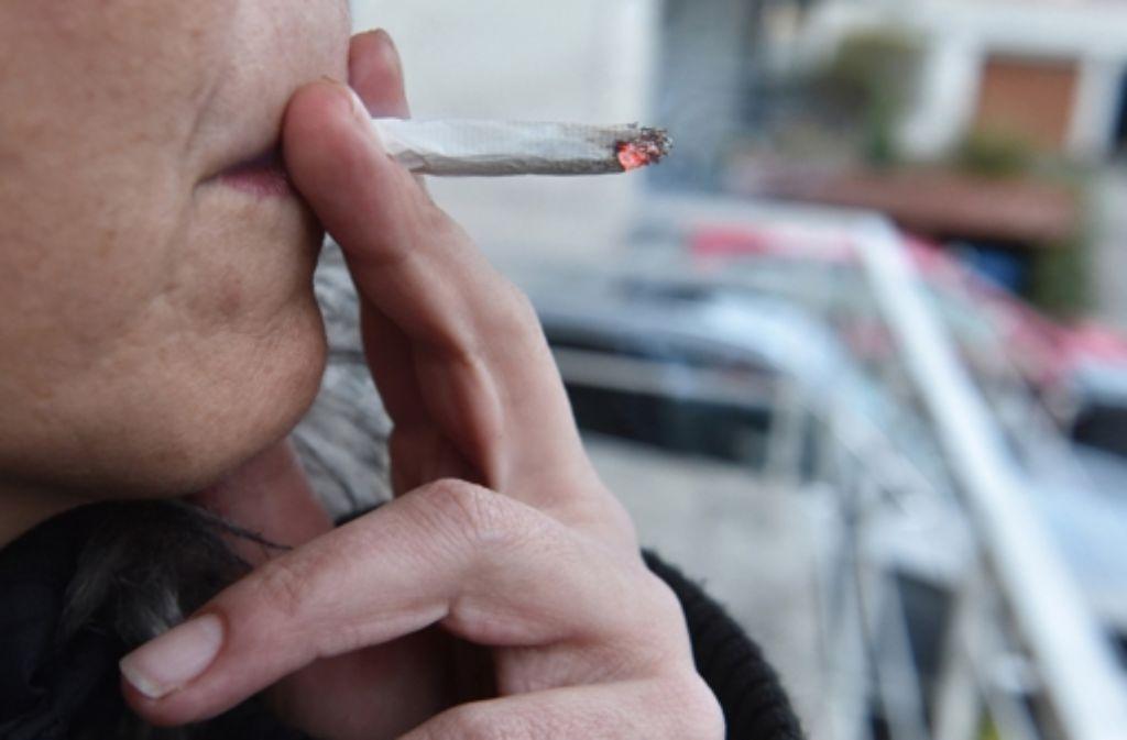 bgh urteil erwartet wann darf man auf dem balkon rauchen panorama stuttgarter nachrichten. Black Bedroom Furniture Sets. Home Design Ideas