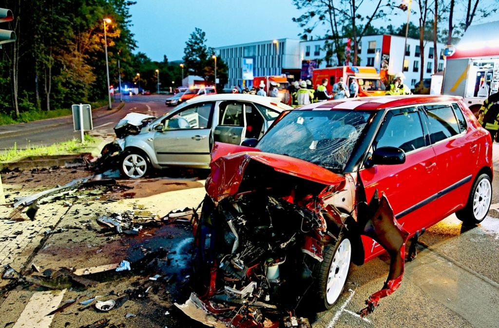 Illegale Autorennen: Was tun? Crash-Kurse und Bremsschwellen ...