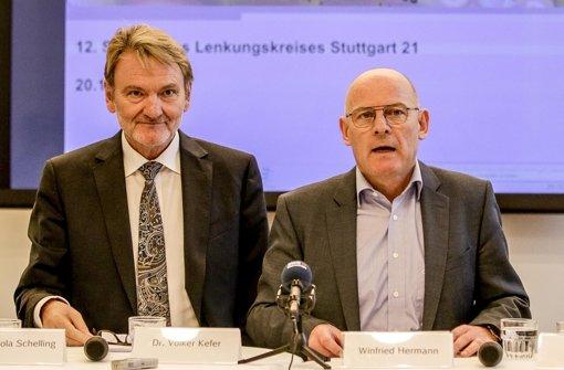 Beim Thema Flughafenanschluss nicht einig: Bahnvorstand Volker Kefer (li.) und Verkehrsminister Winfried Hermann Foto: Lichtgut/Leif Piechowski