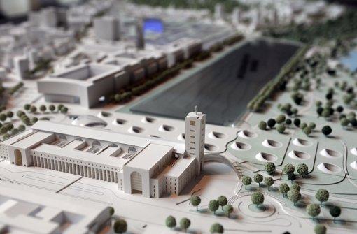 Ein Modell des neuen Bahnhofs aus der Vogelperspektive. Foto: dpa