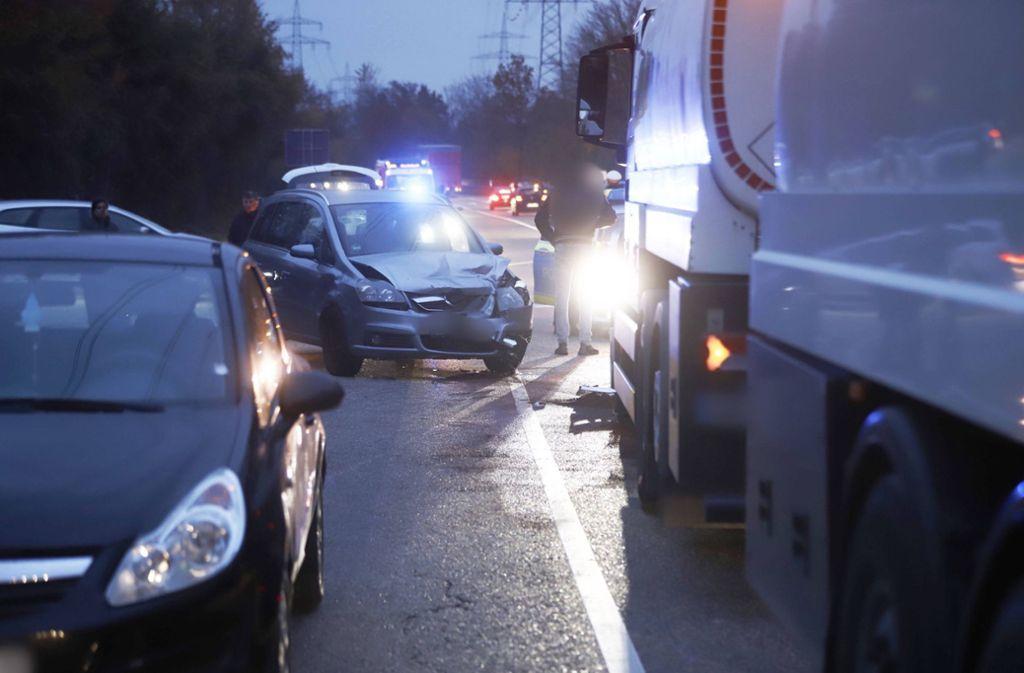 Unfall in Remseck - Zwei Autos und ein Lastwagen kollidieren - Stuttgarter Nachrichten