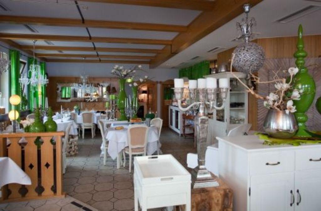 restaurant und ausstellungsraum die deko artikel inder brenne stehen zum verkauf stuttgarter. Black Bedroom Furniture Sets. Home Design Ideas