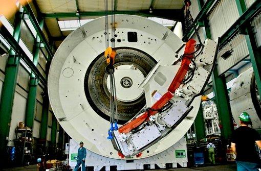 Kräftiger Koloss: Die Bohrmaschine für den Fildertunnel ist 110 Meter lang und rund 2100 Tonnen schwer. Bei einem Durchmesser von 10,82 Metern bricht sie Gestein auf einer Fläche von rund 92 Quadratmetern aus dem Berg. Foto: Konstantin Schwarz