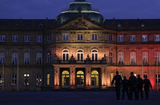Das neue Schloss in Stuttgart in den Farben der belgischen Trikolore. Foto: Lichtgut/Leif Piechowski