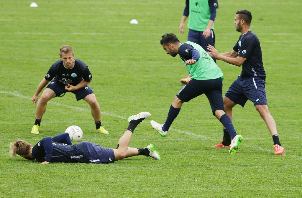 Stuttgarter kickers auf dem trainingsplatz gehts hei her for Nachrichten fussball