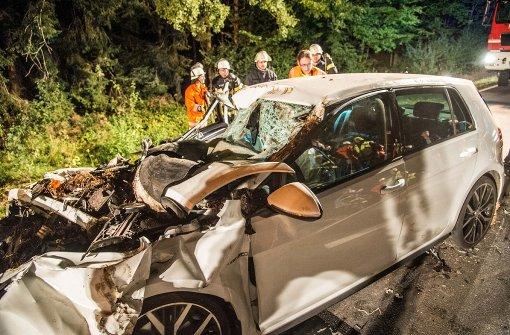 Autofahrer kracht in Traktor und stirbt
