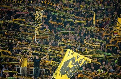 Die Fans von Borussia Dortmund wollen sich die Preise für das Spiel im DFB-Pokal beim VfB Stuttgart nicht gefallen lassen. Foto: dpa