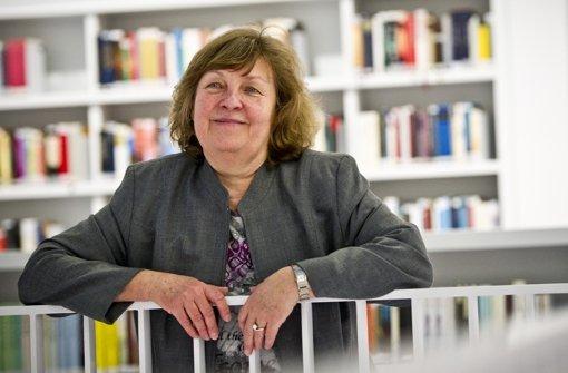 """Ingrid Bussmann ist noch immer beseelt von """"ihrer"""" Bibliothek. Foto: Max Kovalenko"""