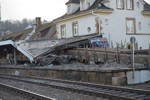 Nach dem schweren Güterwaggon-Unfall am Bahnhof Stuttgart-Feuerbach fahren die Stadt- und Regionalbahnen von diesem Dienstag an wieder wie gewohnt.br Foto: www.7aktuell.de/Eyb