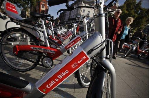 Der Fahrradverleih Call a Bike ist seit 2007 stark erweitert worden – am 28.Oktober 2011 kommt auch diese Station am Marienplatz hinzu. Foto: Leif Piechowski