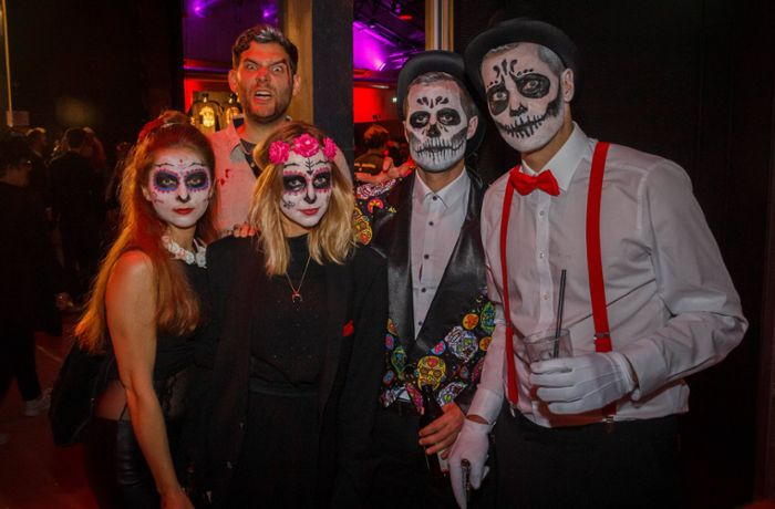Halloween-Party in Stuttgart: Stuttgarter feiern Tag der Toten in den Wagenhallen
