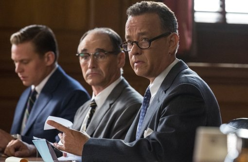 """Tom Hanks spielt die Hauptrolle in """"Bridge of Spies"""" – der Streifen könnte den Oscar als bester Film gewinnen. Foto: Disney"""
