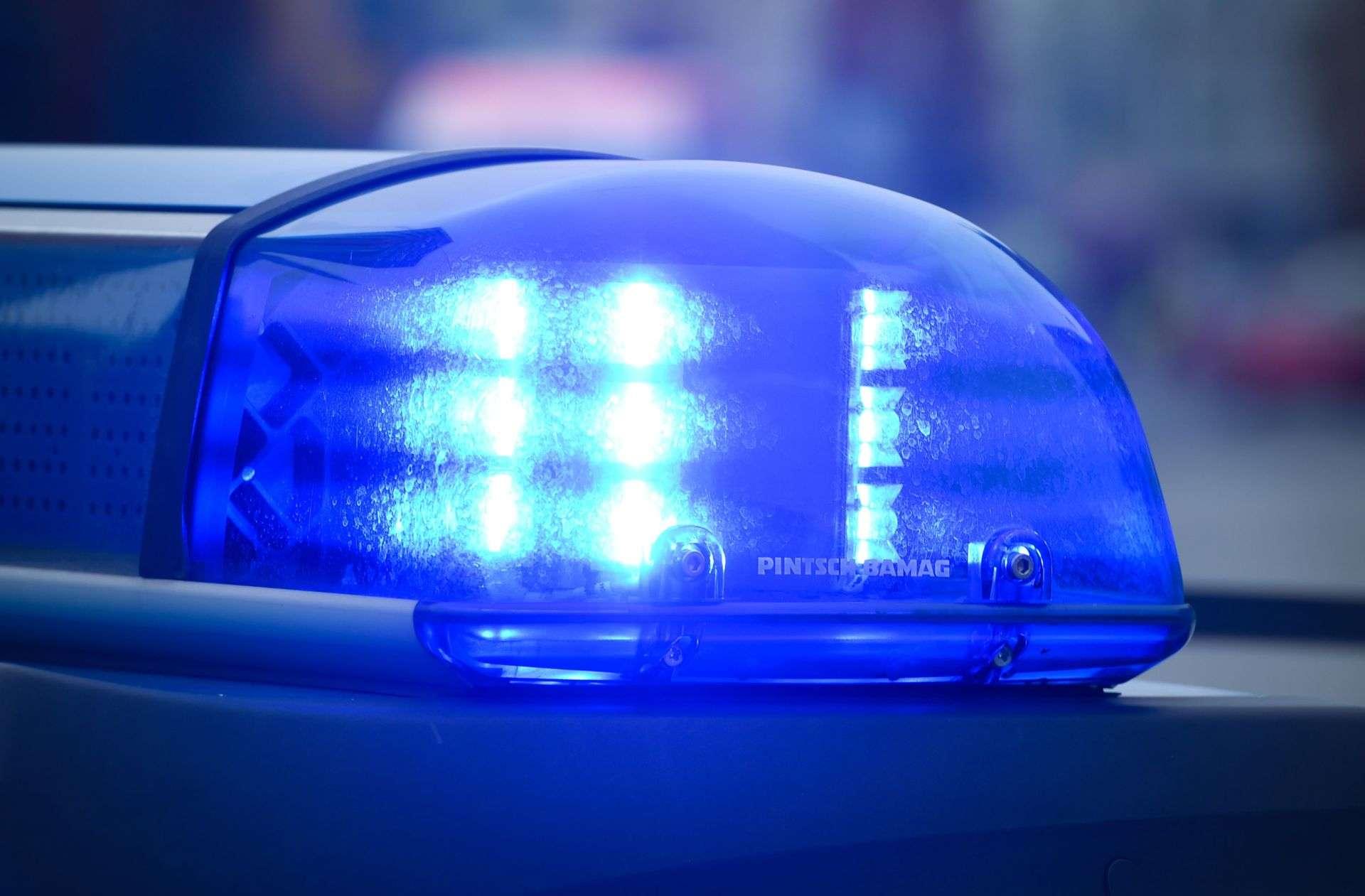 Blaulicht aus Stuttgart: Unbekannter onaniert vor
