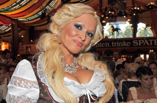 Fotostrecke: München: Sexy Wiesn-Playmates baden im Bier - Video ...