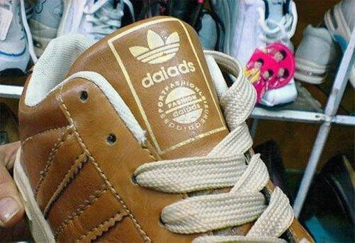 daiads statt adidas: Weil Fälschungen nicht immer so leicht zu erkennen sind, braucht der Zoll bessere Möglichkeiten, den Handel mit Plagiaten zu ahnden. Foto: StN