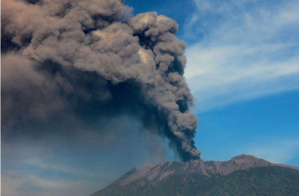 Wie Der 3300 Meter Hohe Vulkan Mount Raung Auf Java (hier Ein Foto Von