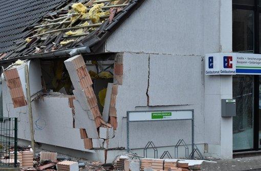 Eingangsbereich von Bank gesprengt