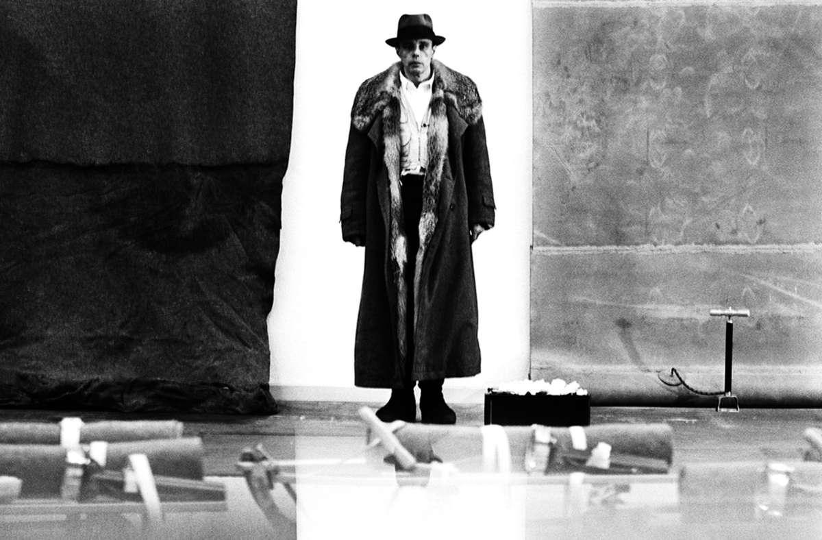 Staatsgalerie Stuttgart zeigt Beuys-Ausstellung: Wachs und Fett, wo Beuys es wollte