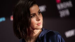 Lena Meyer-Landrut rockt in hautengem Latex