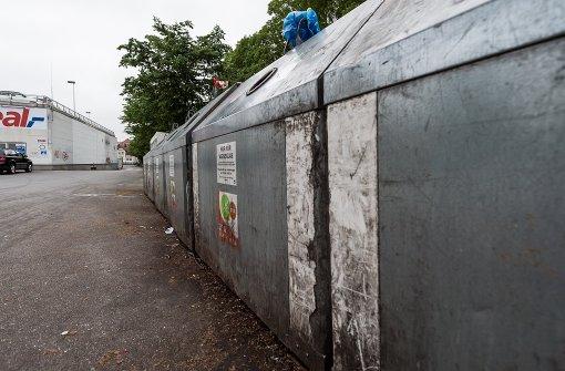 Flaschensammler entdeckt Leiche in Papiercontainer