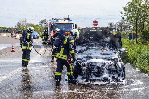 Neuer Wagen geht in Flammen auf