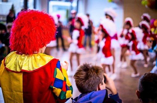 Petrus bläst Karnevalisten den Marsch