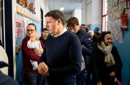 Gegner der Verfassungsreform in Italien liegen vorne