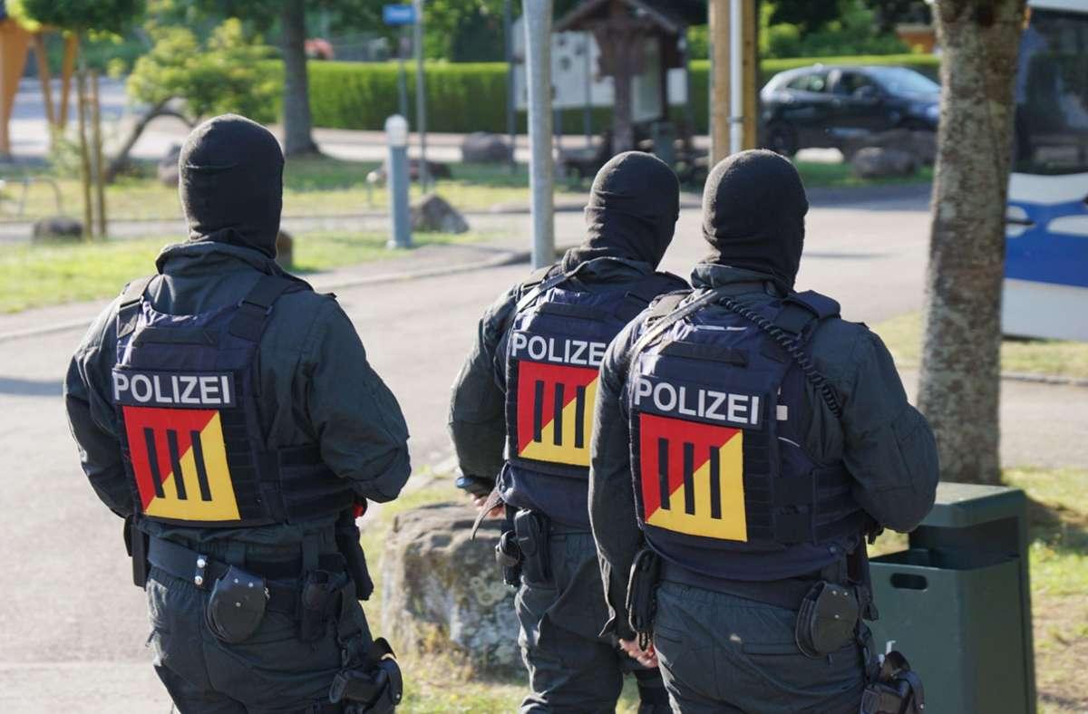 Oppenau: Bewaffneter Mann weiter auf Flucht