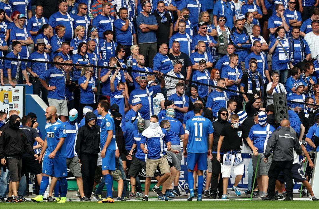 1 Fc Magdeburg Gegen Eintracht Frankfurt Heftige Fan Krawalle Bei