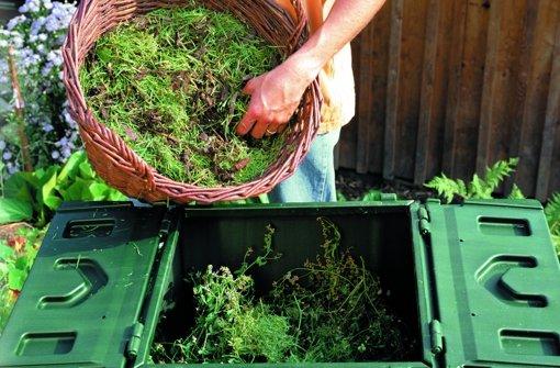 Aus Rasenschnitt wird im Komposter neue Erde Foto: Neudorff