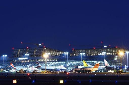 Unwetter legt Betrieb am Flughafen lahm