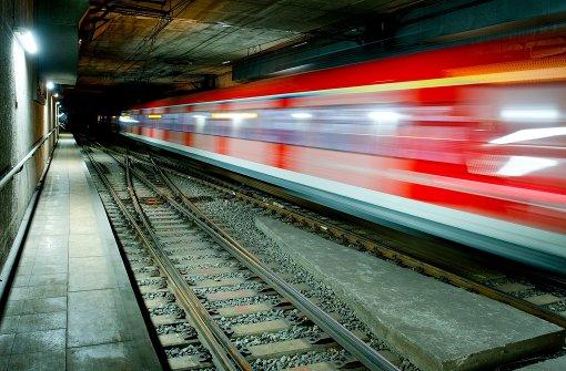 Frau in der S-Bahn gewürgt
