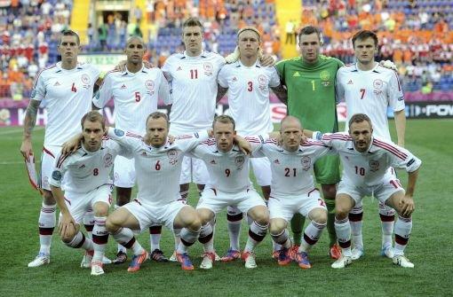 Der Underdog aus Dänemark ist bei der EM 2012 keinesfalls Kanonenfutter. Ein Sieg gegen Holland und eine knappe Niederlage gegen die Portugiesen sollten Joachim Löw Warnung genug sein. Underdogs waren die Dänen allerdings nicht immer. Doch dazu müssen wir zuerst weit in der Geschichte zurückblicken: Dänemark gehörte vor dem Ersten Weltkrieg zu den besten europäischen Mannschaften. Im Jahr 1908 besiegten sie beispielsweise die Franzosen mit sage und schreibe 17:1. Dieser Rekord wurde erst 1963 gebrochen, als Tahiti mit 18:0 gegen die Salomonen gewann. Die Dänen verschwanden nach dem Ersten Weltkrieg in der Bedeutungslosigkeit. Erst in den ...br Foto: dapd