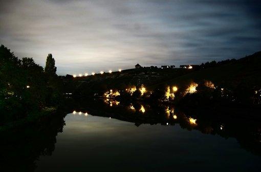 """Wenn es Nacht wird in Stuttgart: Lichter einer Stadt leuchten im Fotobuch """"Die im Dunklen  sieht man doch"""". Klicken Sie sich durch die Bildergalerie. Foto: Henning Kreitel, Sven Weber , Marcel Diemer und Christoph Binder."""