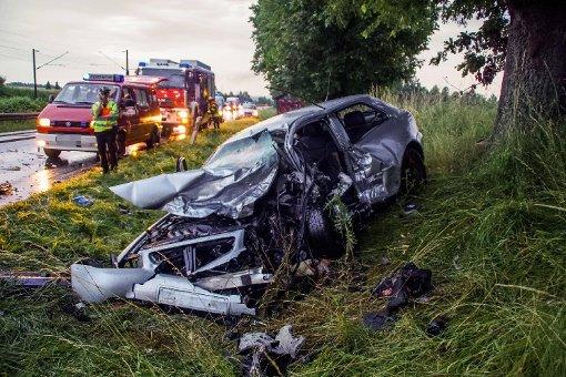Ein Toter und vier Verletze bei schwerem Unfall