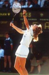 Den ersten Satz muss Steffi Graf noch verloren geben, doch dann dreht sie auf, haut ihre Gegnerin mit 5:7, 6:2, 6:1 vom Platz. Foto: dpa