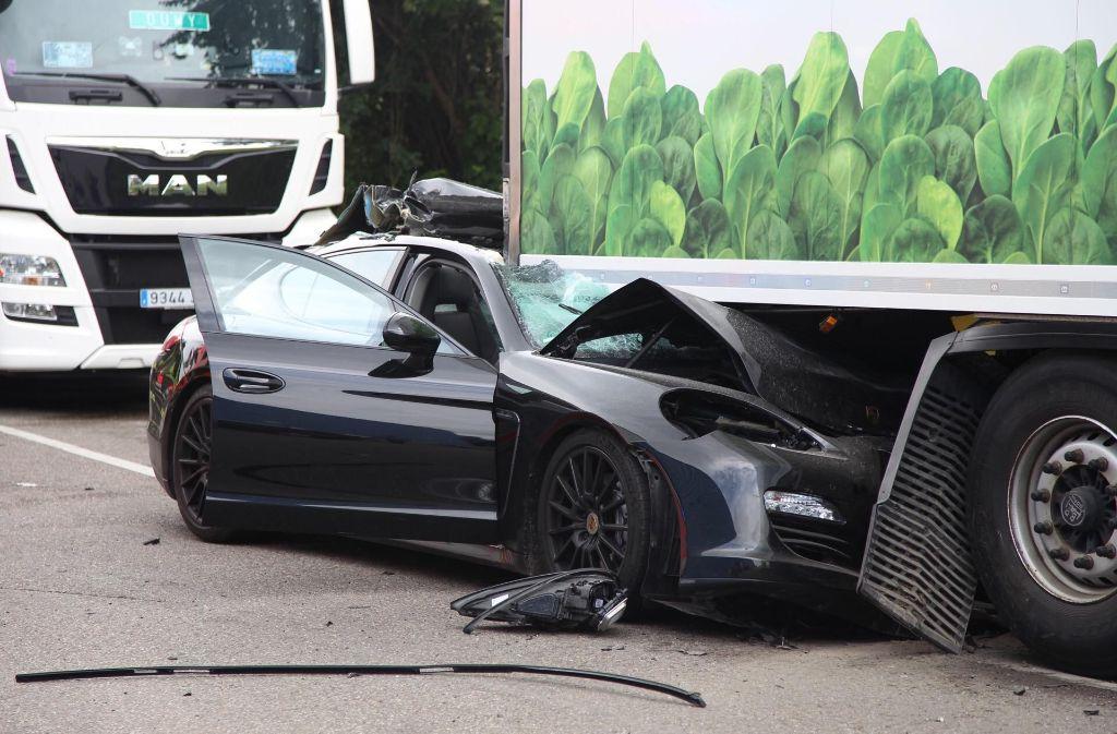 Unfall Auf Gro 223 Markt In Stuttgart Porsche Fahrer Schwer
