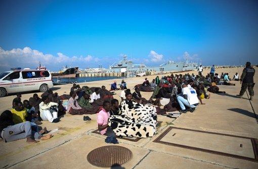 Die libysche Küstenwache rettet häufig Flüchtlinge aus dem Mittelmeer. Sliten war bislang nicht für die Anwesenheit des IS bekannt. Foto: dpa