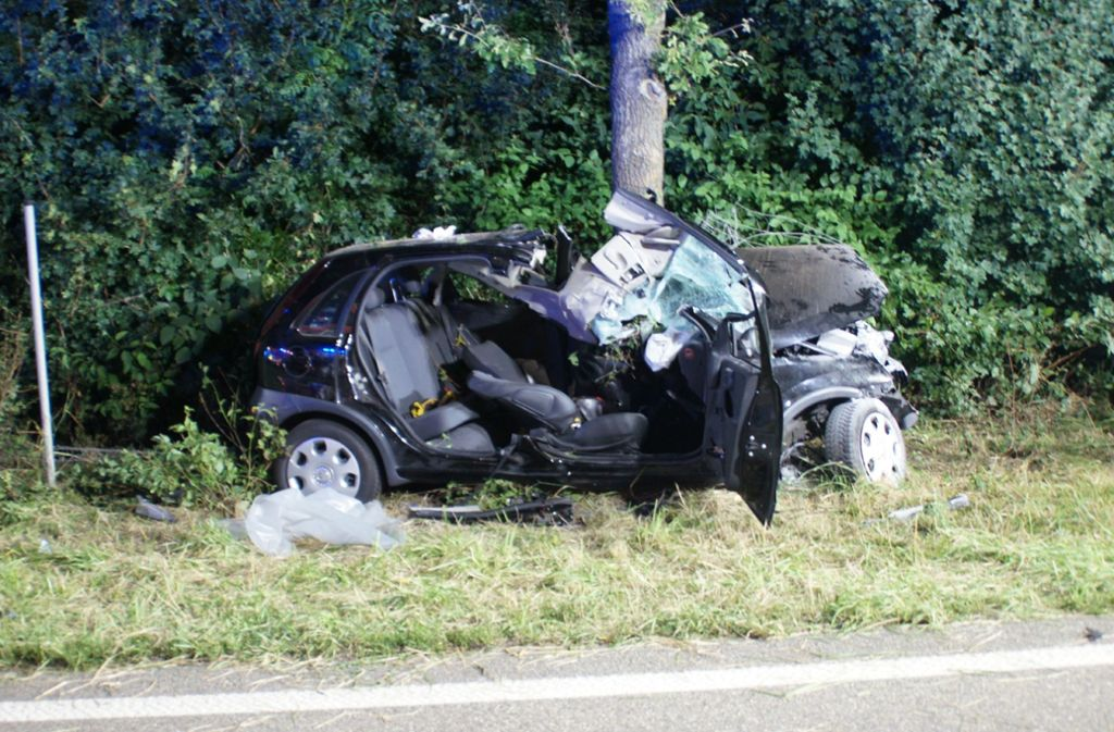 Unfall in Kusterdingen (Kreis Tübingen): 22-Jähriger ringt nach schwerem Crash mit dem Tod - Stuttgarter Nachrichten