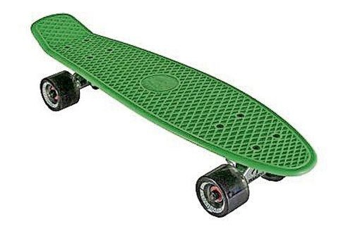 Rentnerin stürzt mit Skateboard