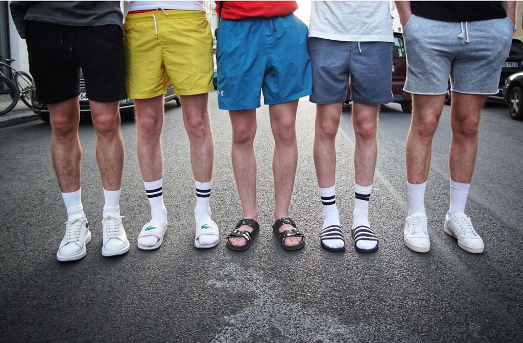 cheap prices good texture good looking Mode: Wie Socken in Badeschlappen vom Tabu zum Trend wurden ...