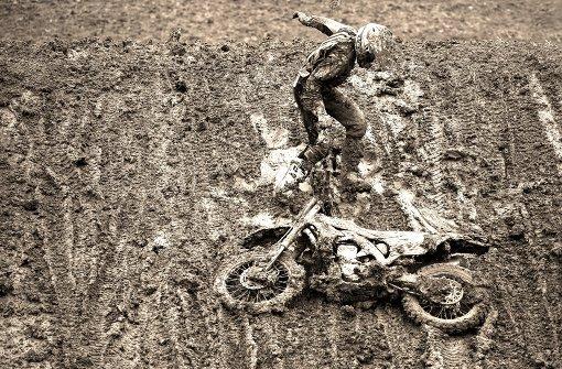 Schlammschlacht mit Motorrad